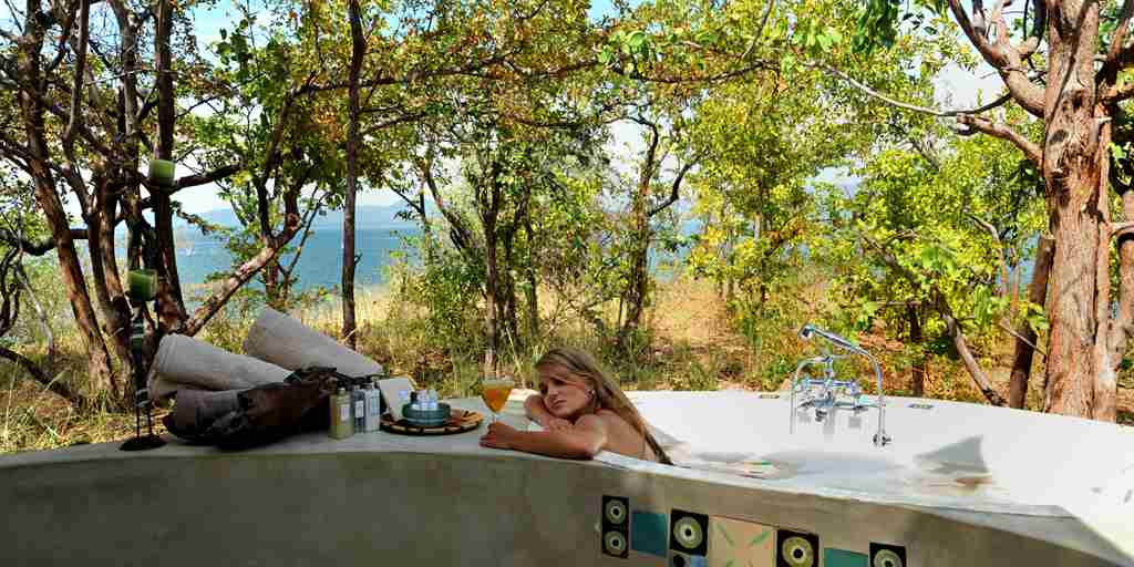 changa-outdoor-bath-zimbabwe.jpg