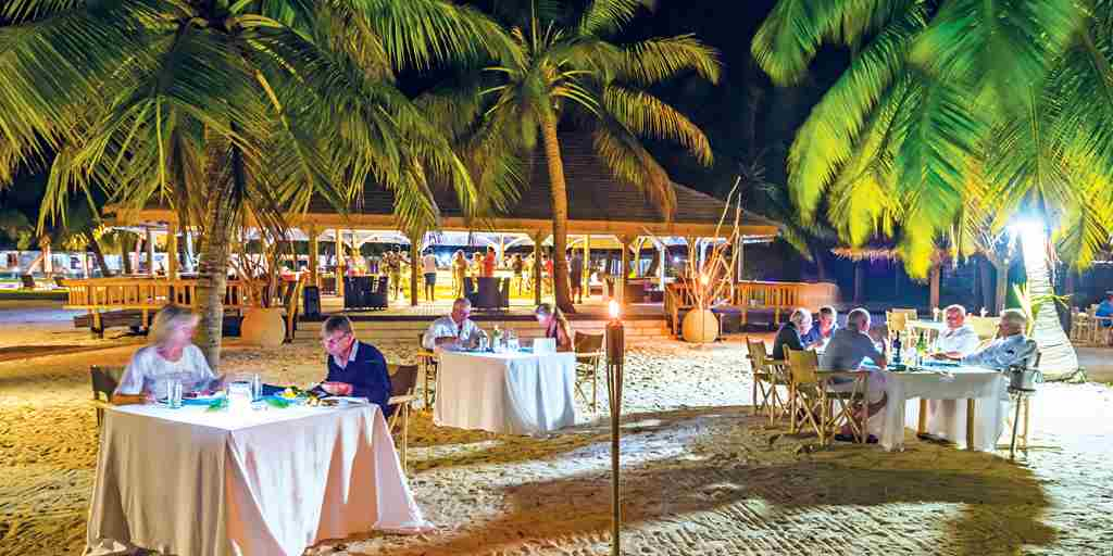 BlueSafari-alphonse-beach-dinner-seychelles.jpg