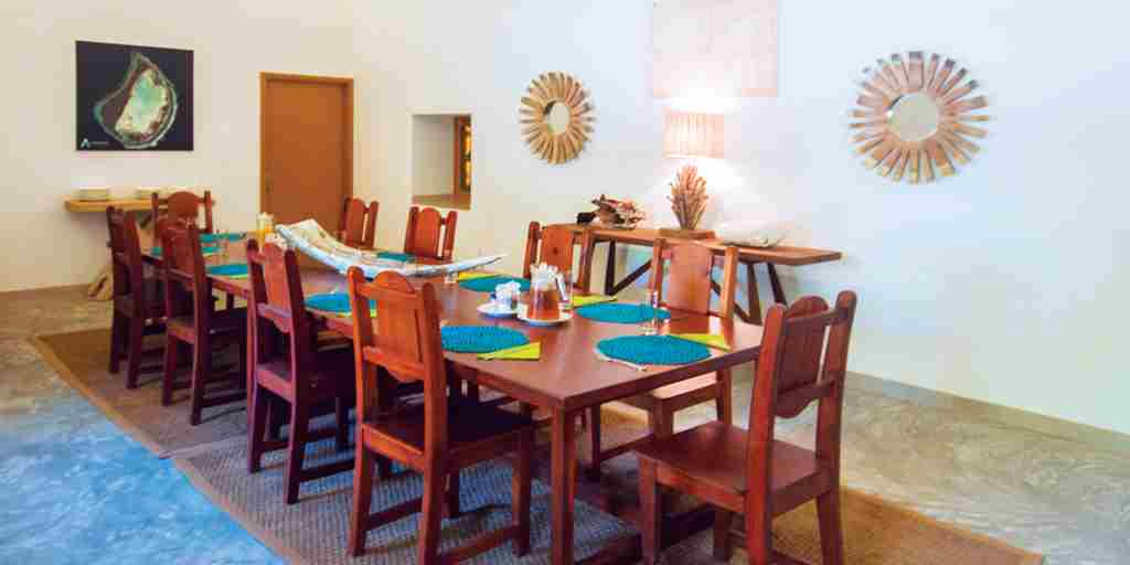 BlueSafari-coral-house-dining-room-seychelles.jpg
