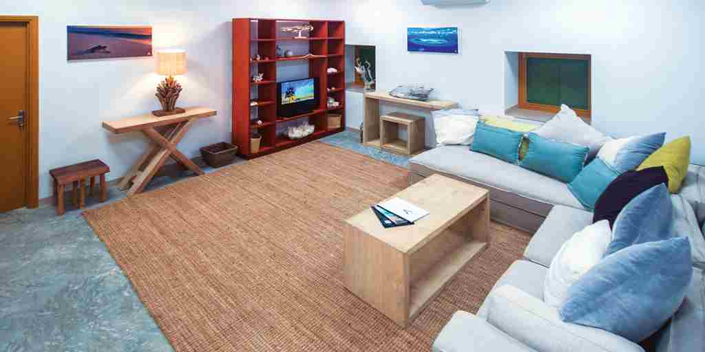 BlueSafari-coral-house-living-room-seychelles.jpg