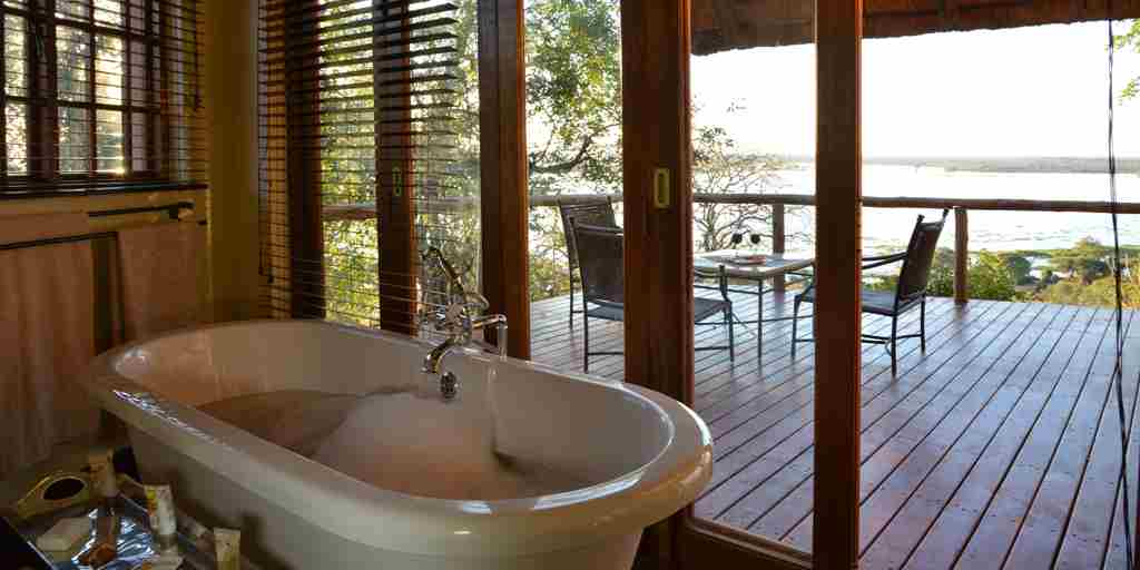 Muchenje-Safari-Lodge-bathroom.jpg