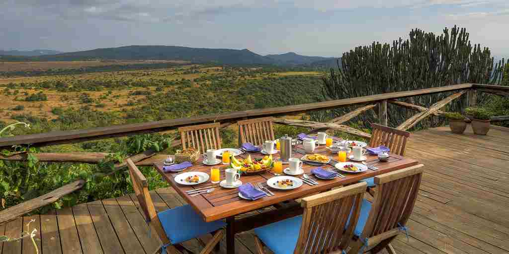 Laragai-house-outdoor-breakfast.jpg