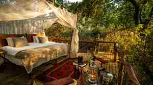 Sapi-Springs-Camp-double-bed.jpg