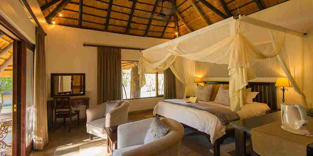 Inyanti Game Lodge bed room