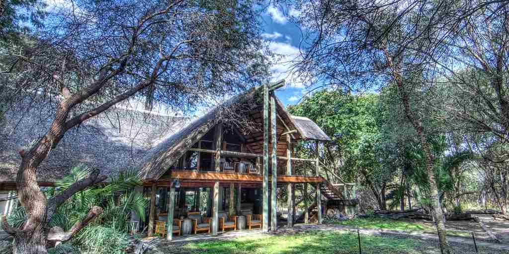 Savute-Safari-Lodge-Main-Lodge-Exterior.jpg (1)