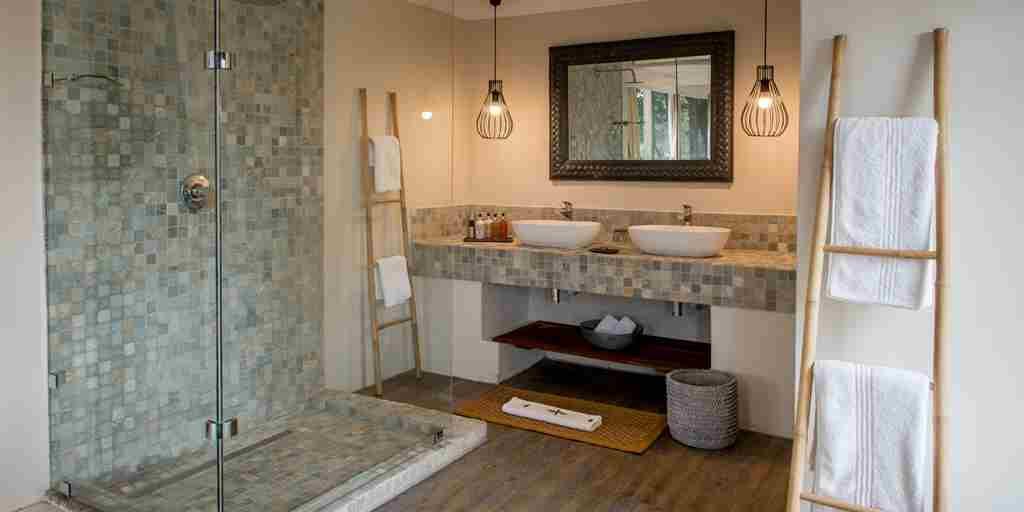 Simbavati-River-Lodge-Bathroom.jpg