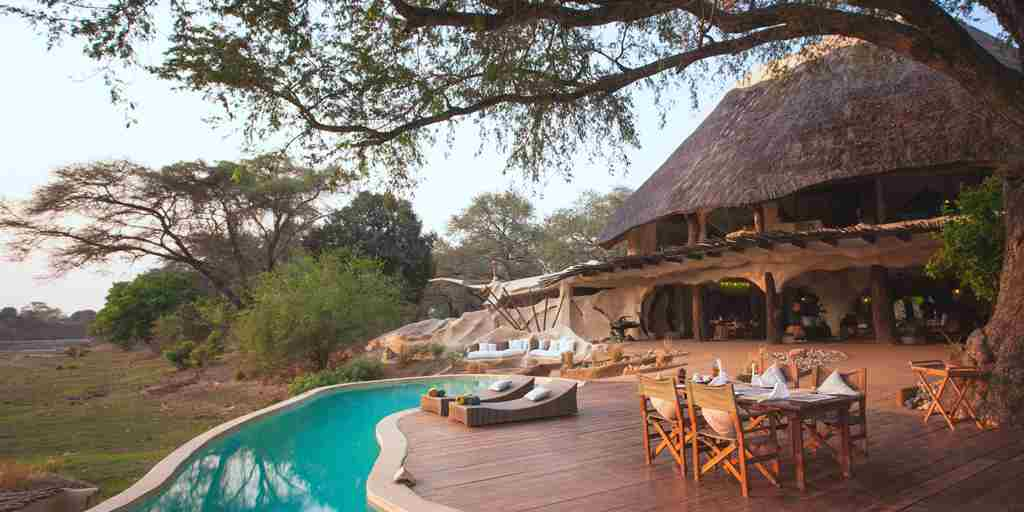 Chongwe-House-Pool-and-Dining-Area.jpg