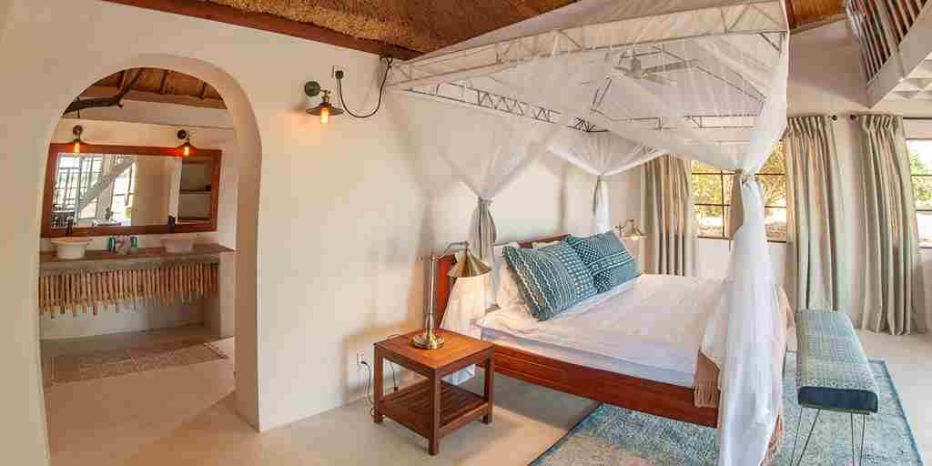 luxur-suite-bed-kafunta-river-lodge-zambia-yellow-zebra-safaris.jpg