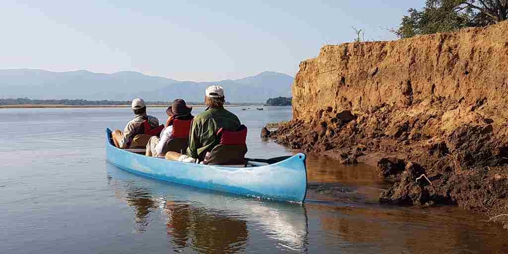 canoe-stretch-ferreira-zimbabwe-yellow-zebra-safaris.jpg
