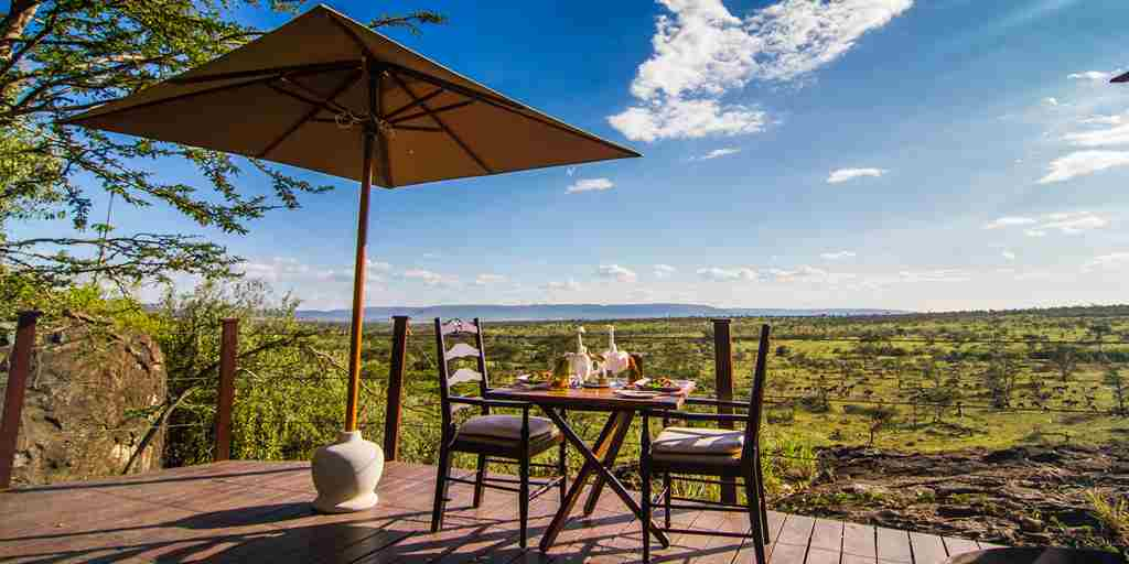 ol-seki-hemingways-dining-deck-yellow-zebra-safaris.jpg