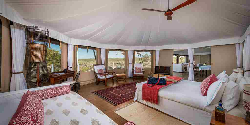 ol-seki-hemingways-master-bedroom-yellow-zebra-safaris.jpg