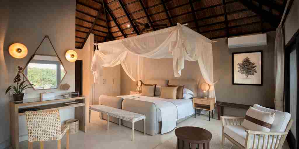 lion-sands-river-lodge-master-bedroom-south-africa-yellow-zebra-safaris.jpg