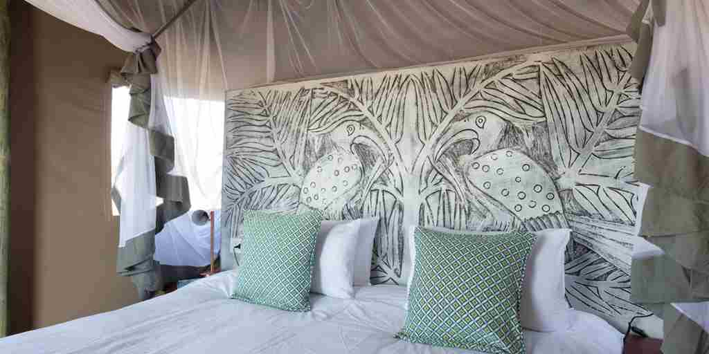 deka-camp-bedroom-zimbabwe-yellow-zebra-safaris.jpg