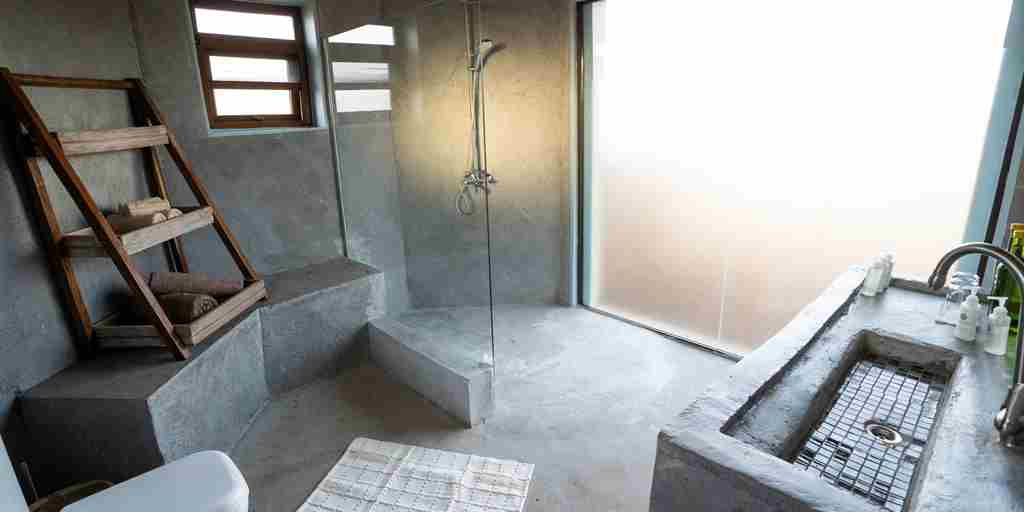 bathroom-mandhari-lodge-tanzania-yellow-zebra-safaris.jpg