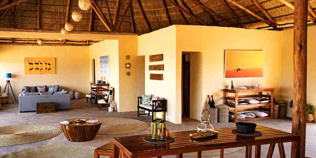 dining-area-mandhari-lodge-tanzania-yellow-zebra-safaris.jpg