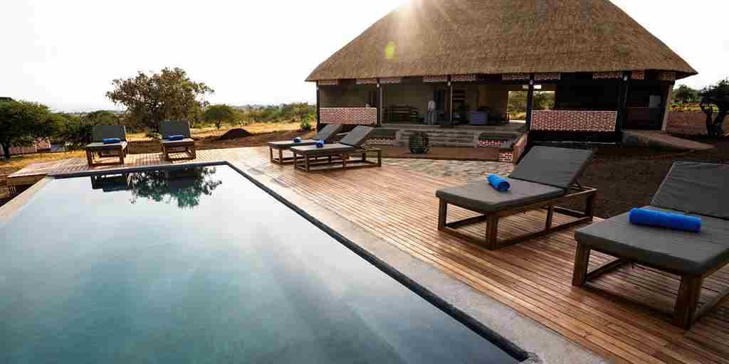 swimming-pool-mandhari-lodge-tanzania-yellow-zebra-safaris.jpg