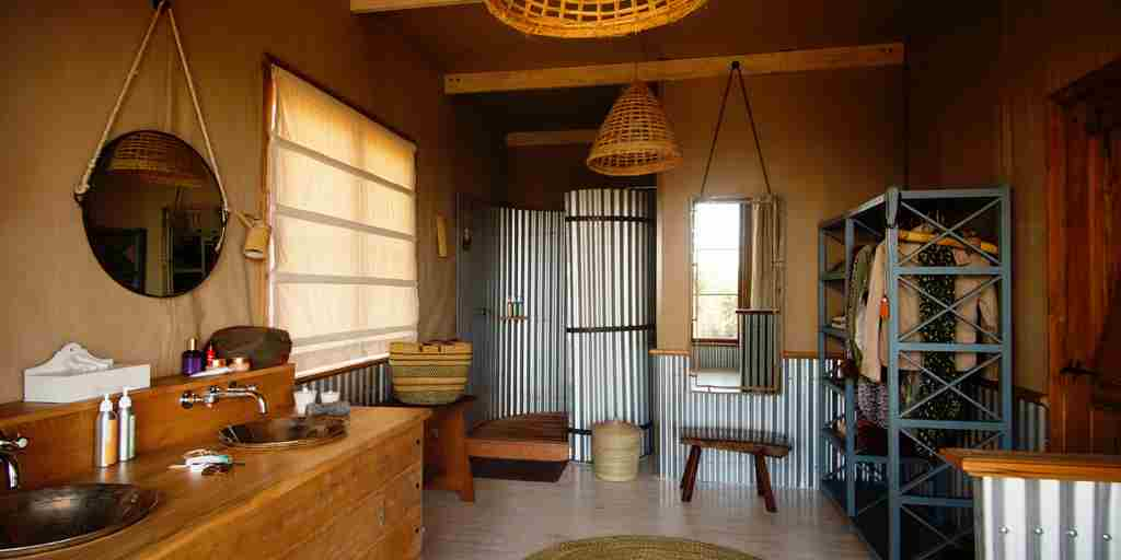 entamanu-private-bathroom-tanzania-yellow-zebra-safaris.jpg