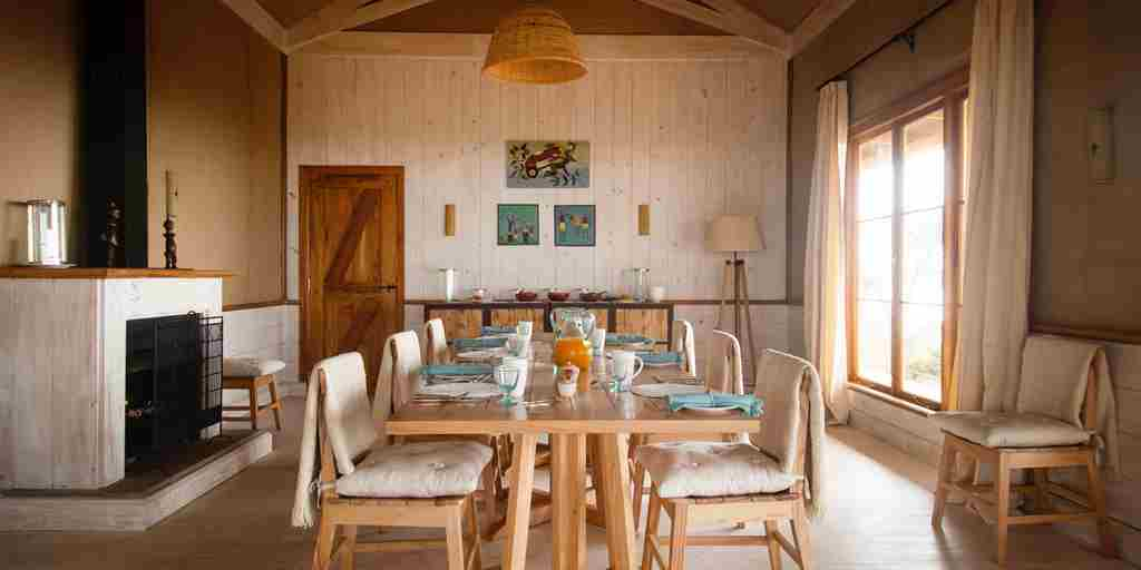 entamanu-private-tanzania-dining-room-yellow-zebra-safaris.jpg