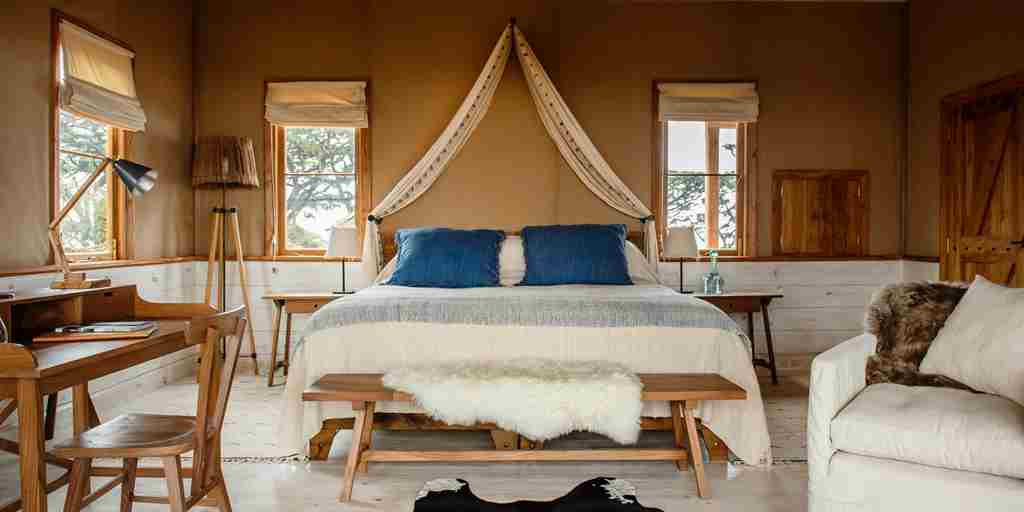 entamanu-private-tanzania-double-bedroom-yellow-zebra-safaris.jpg