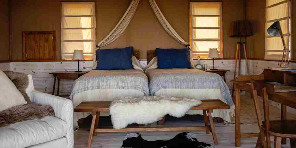 entamanu-private-tanzania-twin-bedroom-yellow-zebra-safaris.jpg