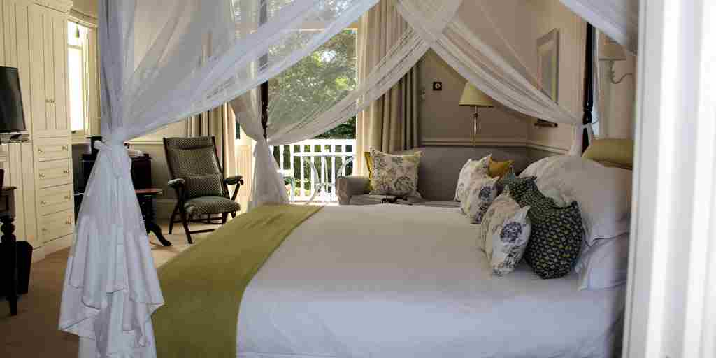 hacklewood-hill-country-house-south-africa-bedroom2-yellow-zebra-safaris.jpg