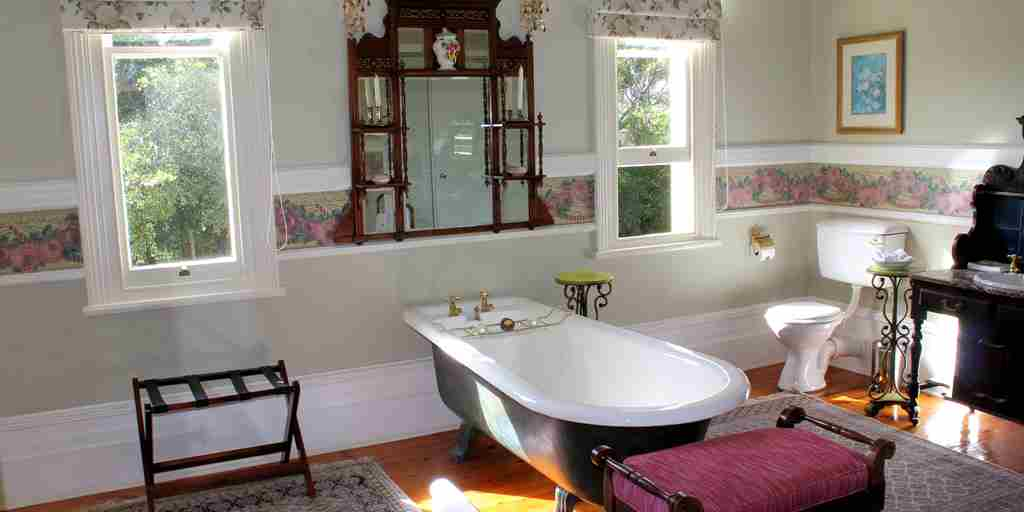 hacklewood-hill-country-house-south-africa-flamingo-bathroom-yellow-zebra-safaris.jpg