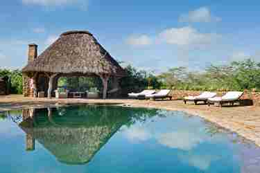 pool-el-karama-lodge-eco-friendly-kenya-yellow-zebra-safaris.jpg