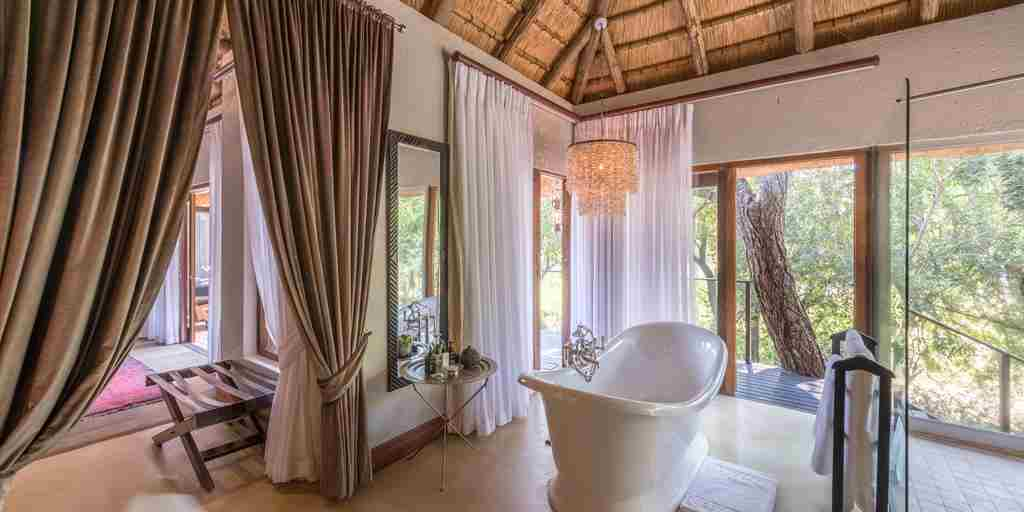dulini-lodge-bathroom-south-africa-yellow-zebra-safaris.jpg