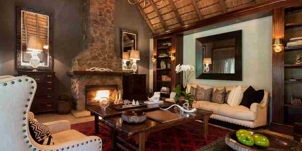 dulini-lodge-lounge-south-africa-yellow-zebra-safaris.jpg