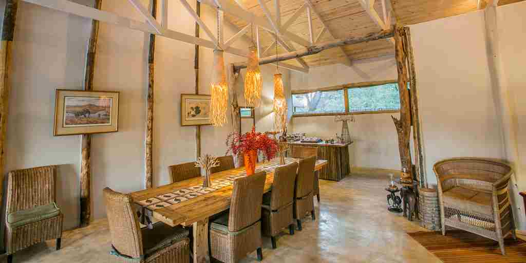 toms-little-hide-dining-room-zimbabwe-yellow-zebra-safaris.jpg
