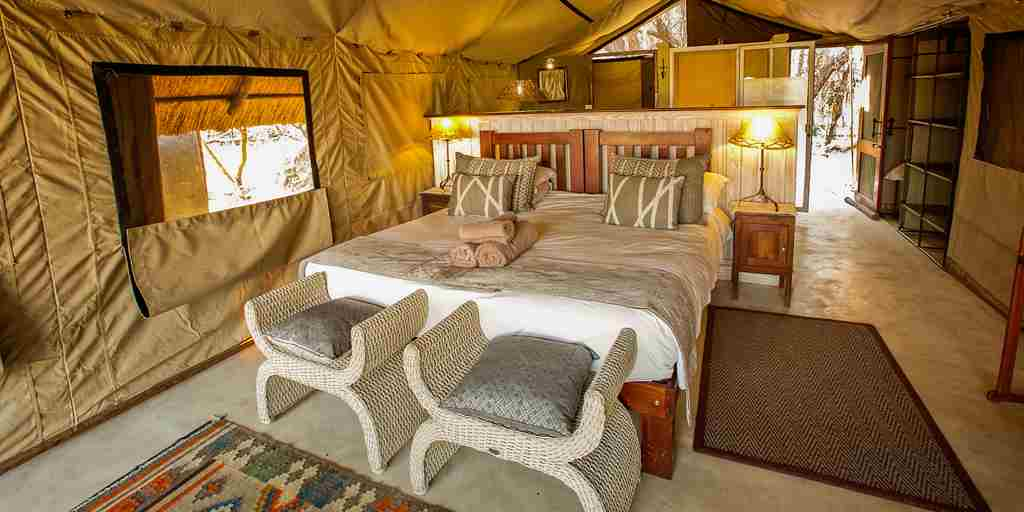the-hide-safari-camp-double-bedroom-zimbabwe-yellow-zebra-safaris.jpg