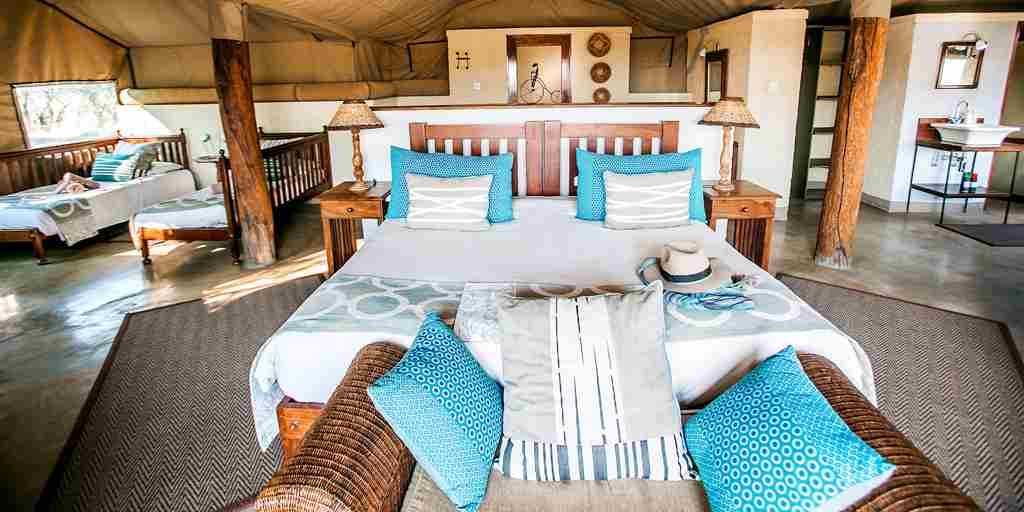 the-hide-safari-camp-bedroom-zimbabwe-yellow-zebra-safaris.jpg