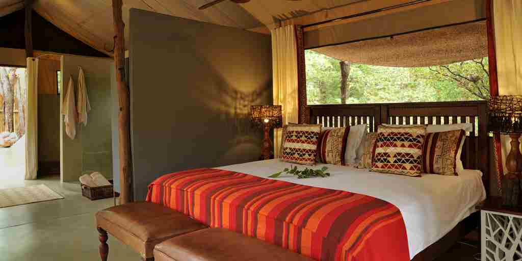 changa-safari-camp-double-bedroom-zimbabwe-yellow-zebra-safaris.jpg