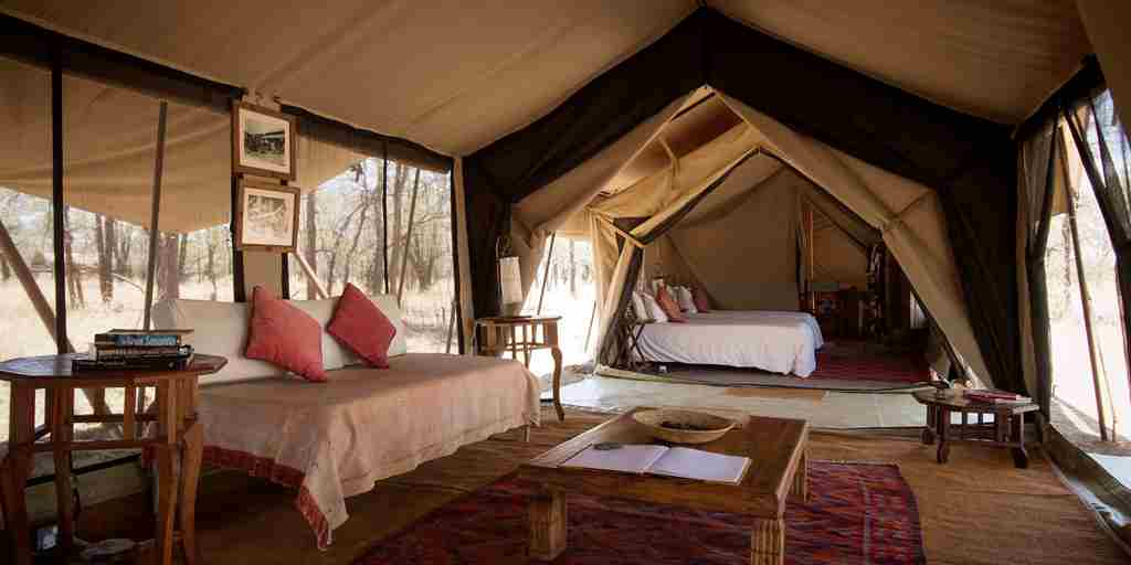 Serian-Serengeti-Kusini-interior-tent-lounge-bedroom.jpg