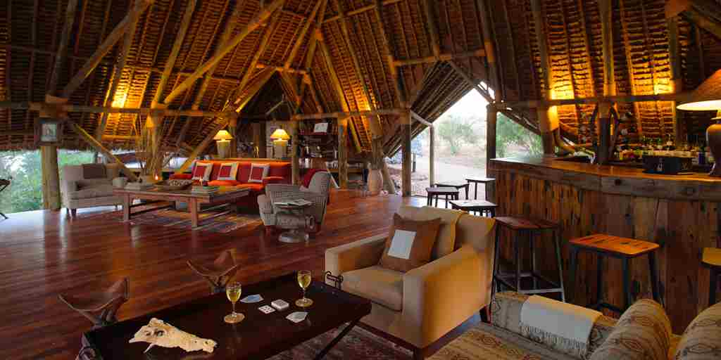 jongomero-camp-tanzania-bar-yellow-zebra-safaris.jpg