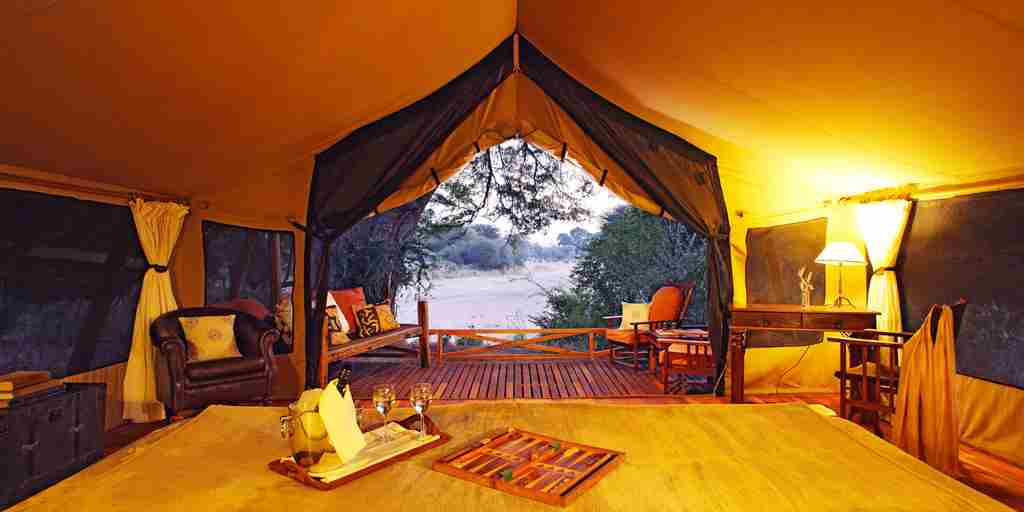 jongomero-camp-tanzania-night-yellow-zebra-safaris.jpg (2)