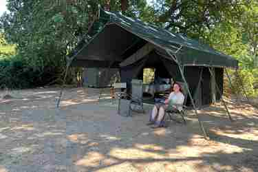 deb-tittle-camp-exterior-mapazi-camp-south-luangwa-zambia-yellow-zebra-safaris.JPG