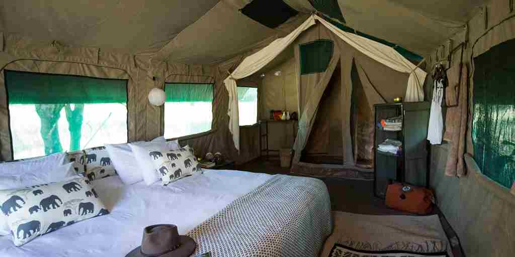 golden-africa-safaris-double-bedroom-inside-botswana-yellow-zebra-safaris.jpg