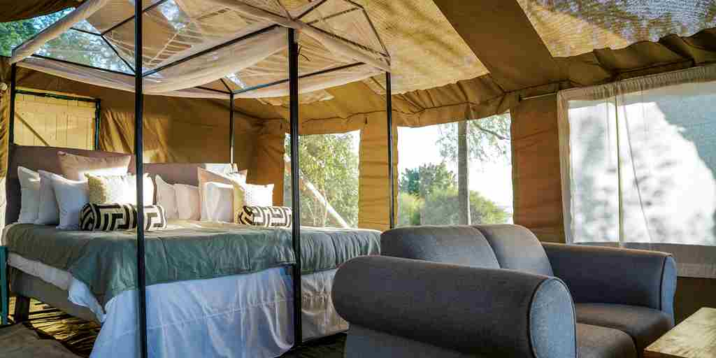 little-vundu-camp-bedroom-area-zimbabwe-yellow-zebra-safaris.jpg