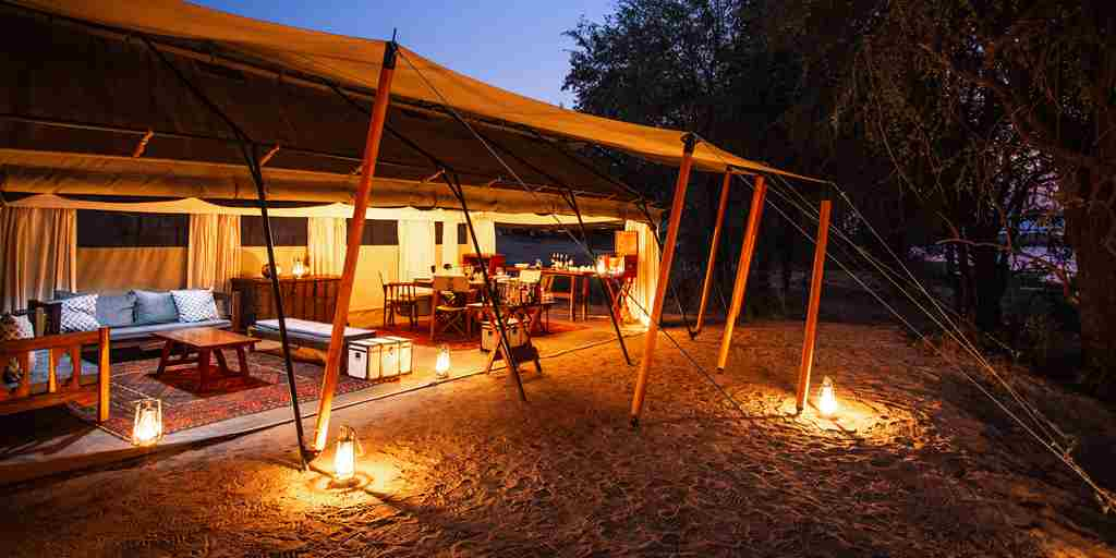 sapi-explorers-camp-exterior-zimbabwe-yellow-zebra-safaris.jpg