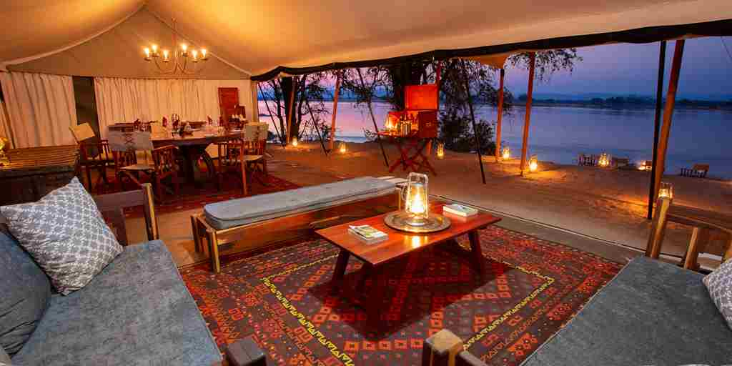 sapi-explorers-camp-lounge-zimbabwe-yellow-zebra-safaris.jpg