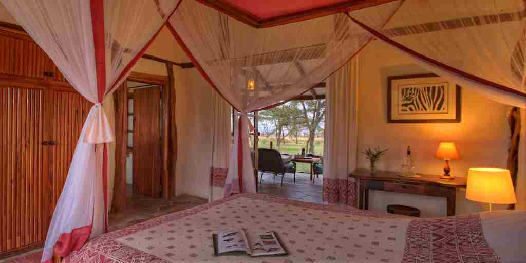Topi-House-double-bedroom-kenya-yellow-zebra-safaris.jpg