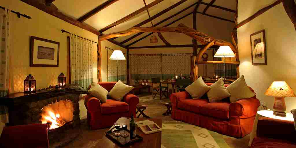Topi-House-lounge-kenya-yellow-zebra-safaris.jpg