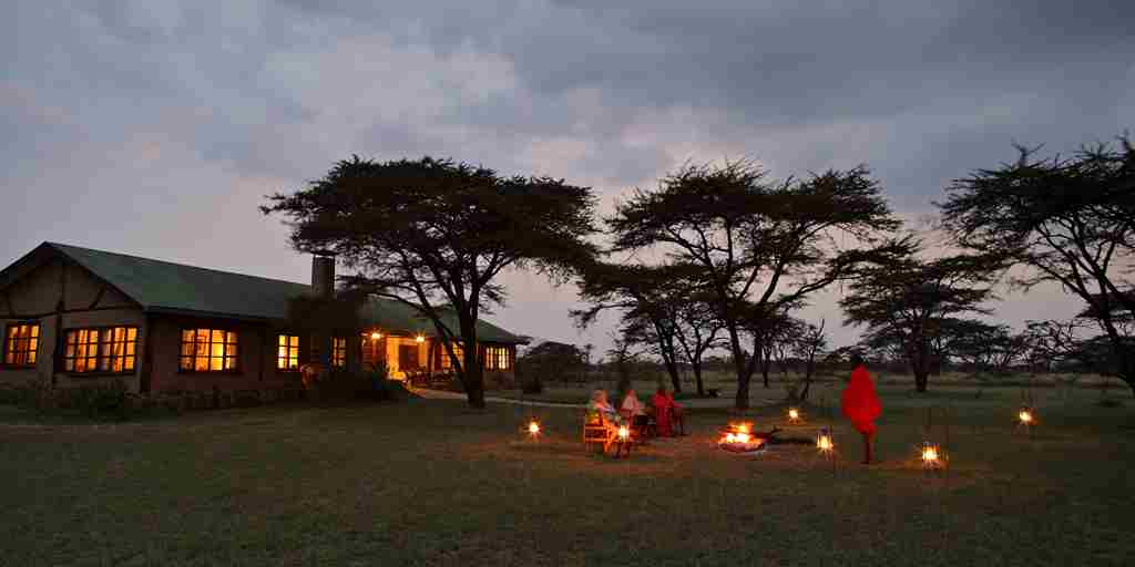 Topi-House-night-view-exterior-kenya-yellow-zebra-safaris.jpg