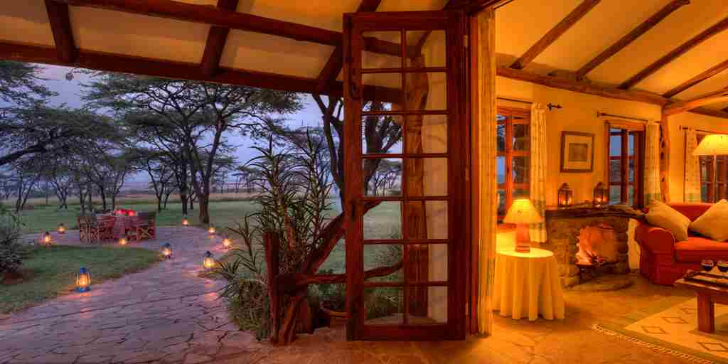 Topi-House-patio-exterior-kenya-yellow-zebra-safaris.jpg