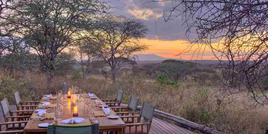 little-olivers-main-deck-dining-tanzania-yellow-zebra-safaris.jpg