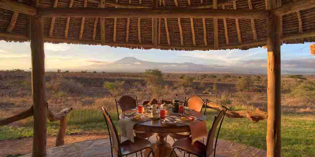 tortilis-camp-breakfast-area-kenya-yellow-zebra-safaris.jpg
