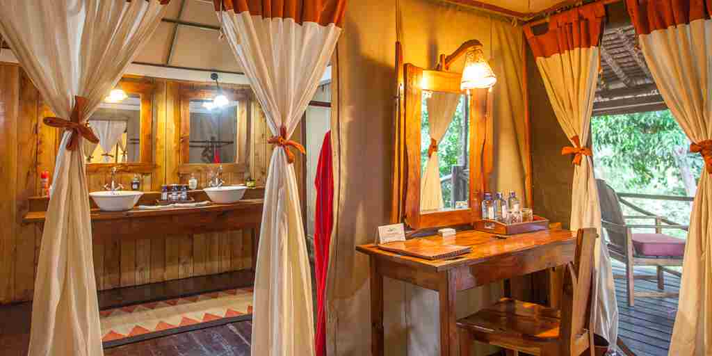 Tipilikwani-Mara-Camp-bathroom-details-kenya-yellow-zebra-safaris.jpg