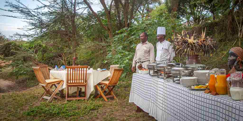 Tipilikwani-Mara-Camp-bush-dinner-kenya-yellow-zebra-safaris.jpg
