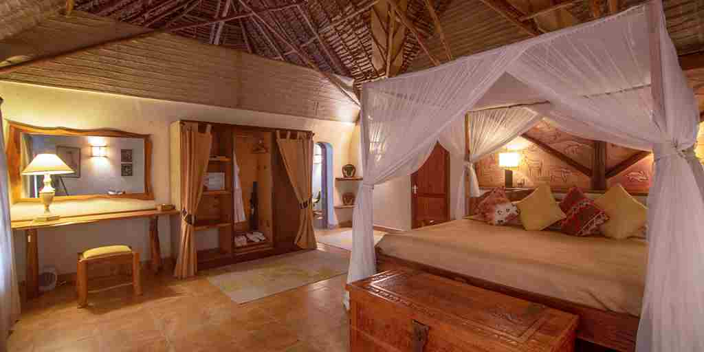 chui lodge duluxe bedroom kenya yellow zebra safari